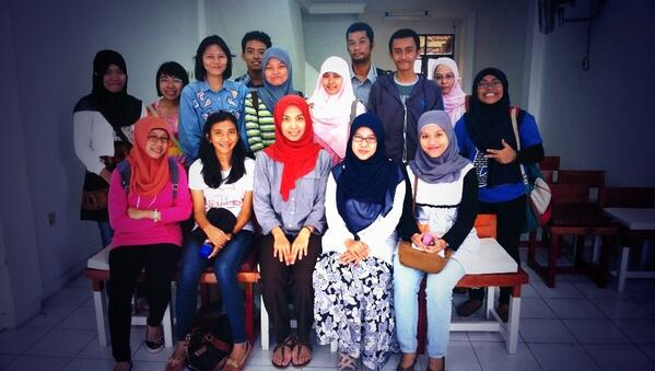 AkberDepok-AfiaFR-Introduction to International Journalism 2 (foto bersama)