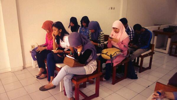 AkberDepok-AfiaFR-Introduction to International Journalism 2 (foto suasana kelas)